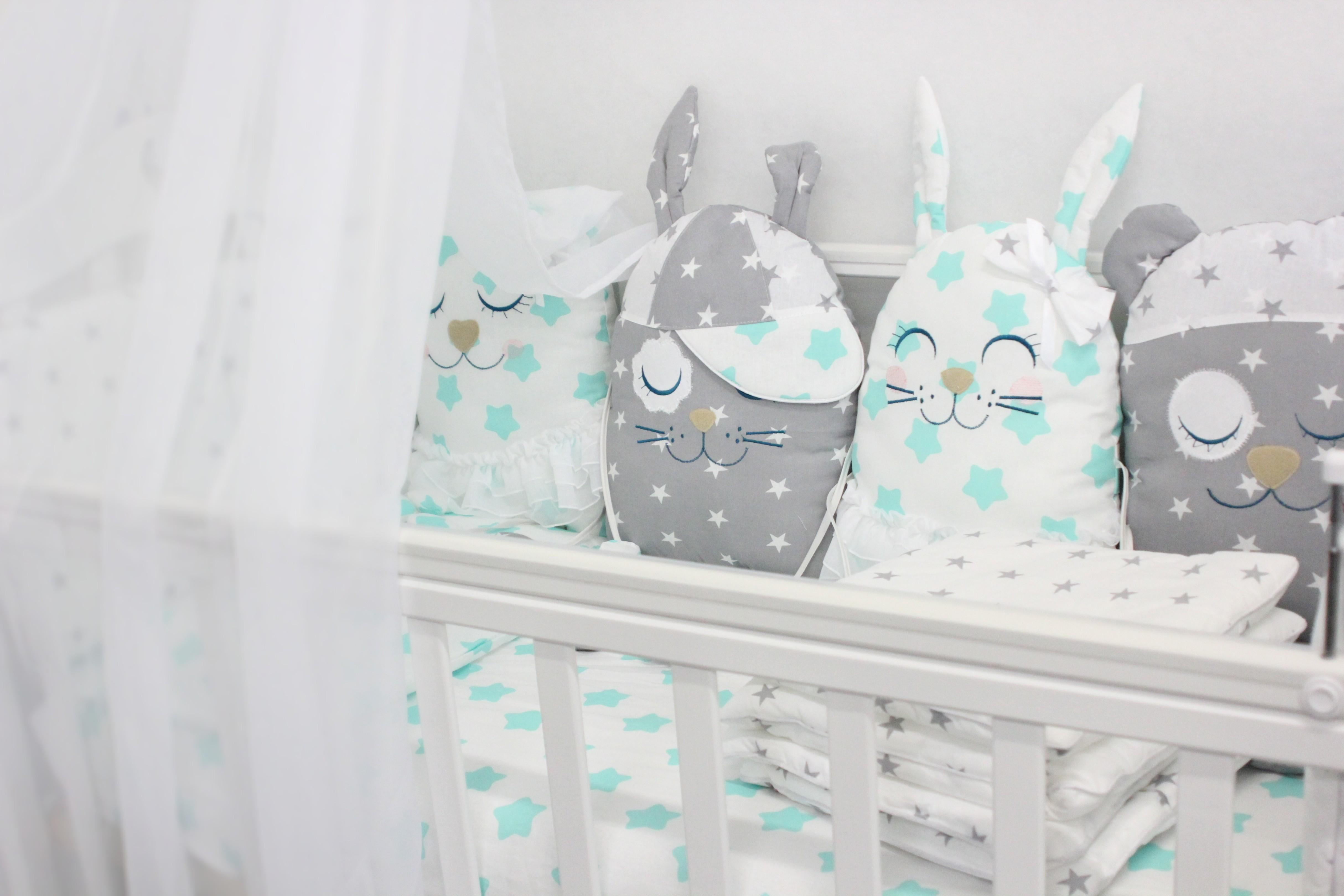 Постельные принадлежности By Twinz Комплект в кроватку By Twinz «Друзья» с игрушками мята 4 пр.