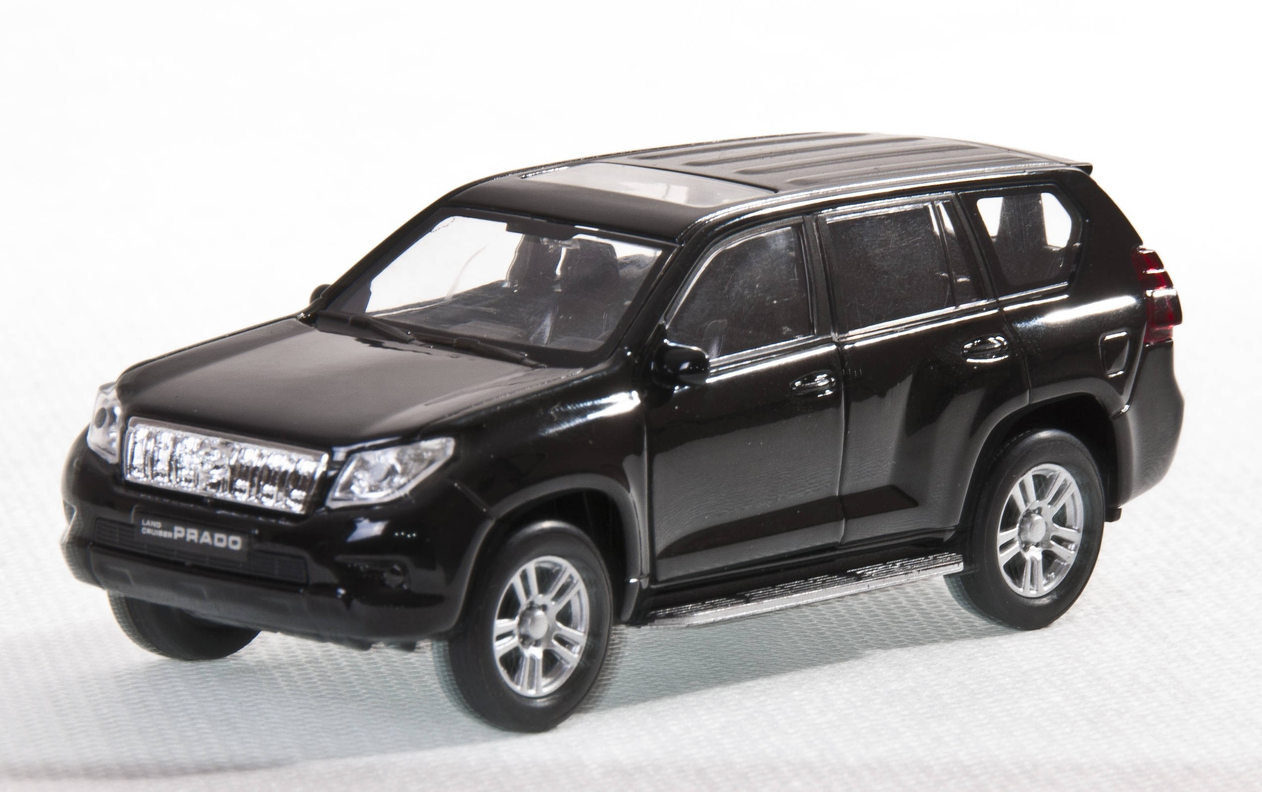 Машинки и мотоциклы Welly Toyota Land Cruiser Prado 1:34-39