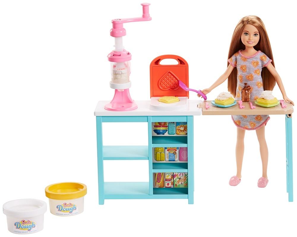 Игровой набор Barbie Завтрак со Стейси barbie игровой набор с куклой стейси и щенок