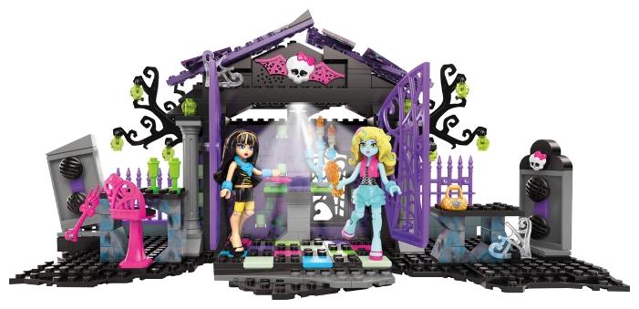 цена на Конструктор Fisher Price Monster High Вечеринка в саду