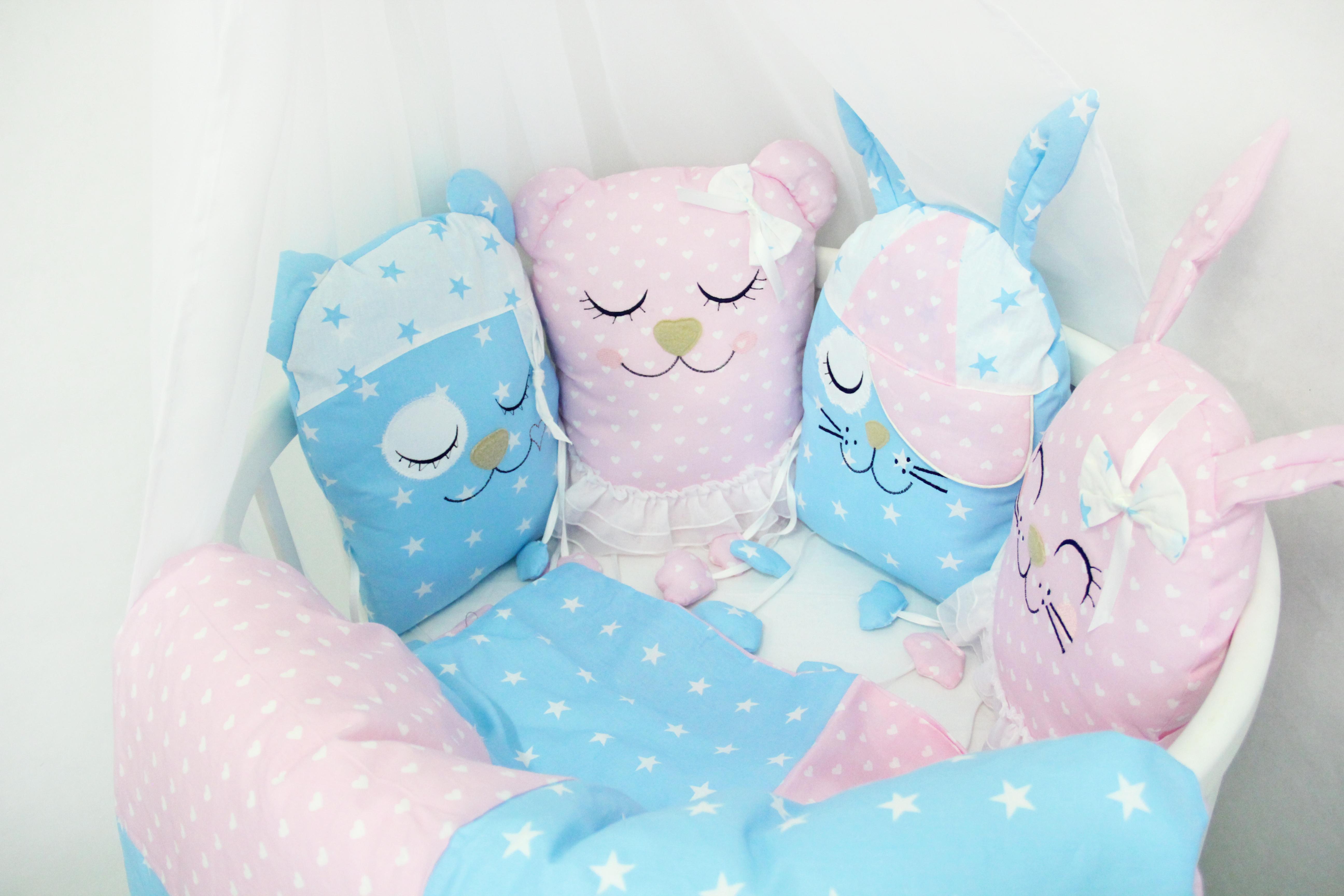 Комплект в круглую кроватку By Twinz Друзья с игрушками розовый/голубой цена