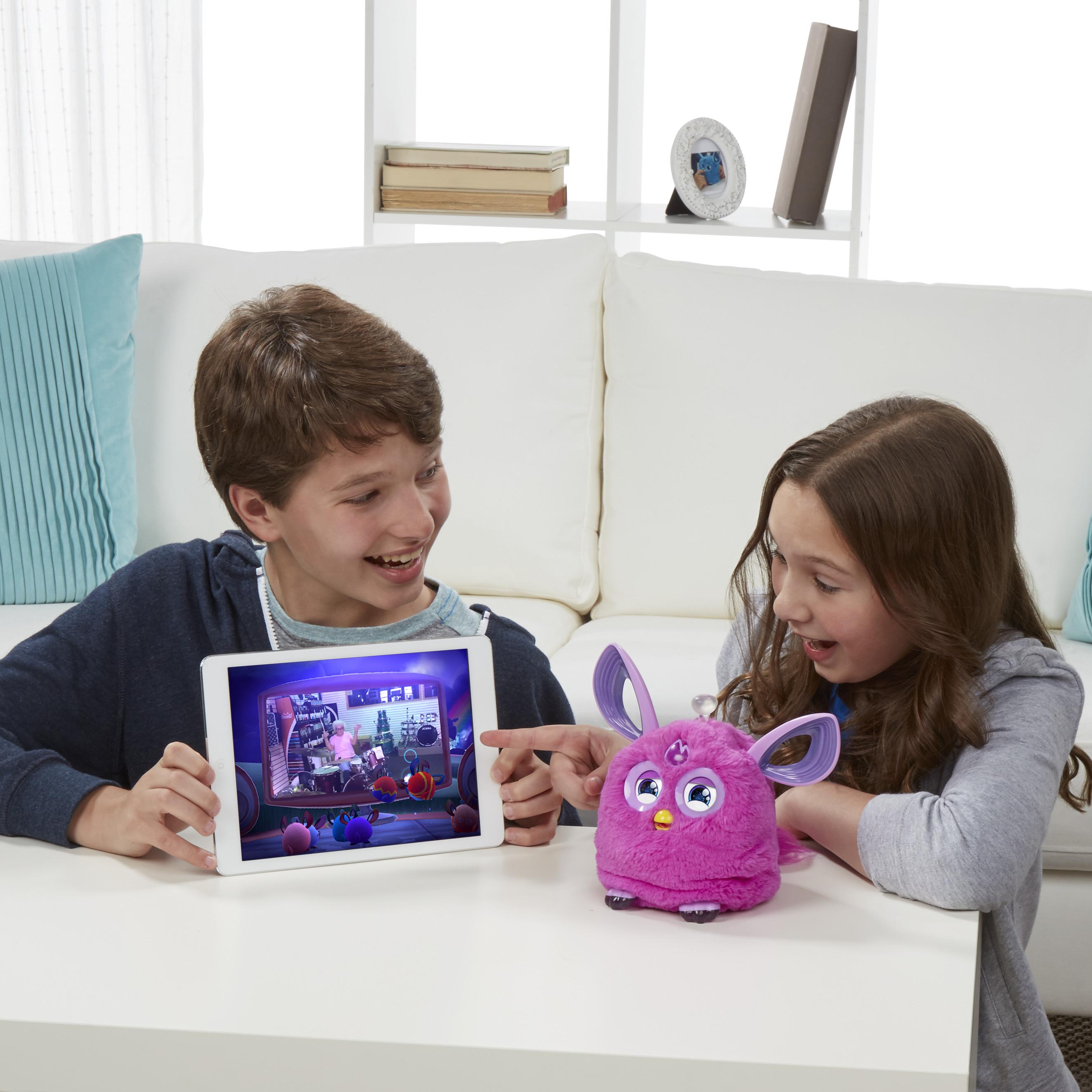 Интерактивная игрушка Hasbro Connect темные цвета