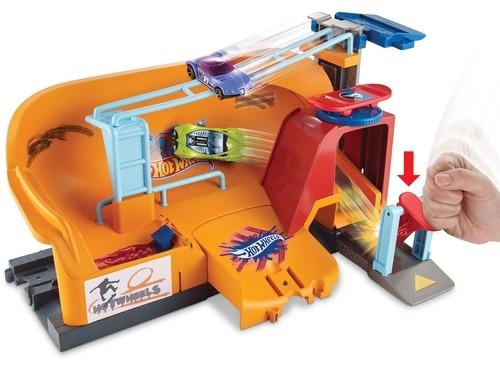 Игровой набор Hot Wheels Сити игровой набор hot wheels frh28 сити центральная городская станция